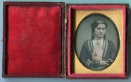 Visualizza Half-lenght tinted portrait of a woman with r… anteprime su