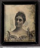 Visualizza Brustbild einer Frau mit Brillantdiadem (nach… anteprime su