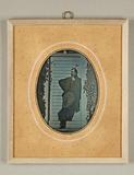 Thumbnail preview of Herr, in der Sonne vor einer weißen Türe auf …