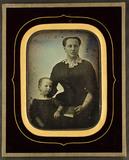 Miniaturansicht Vorschau von Portrait of an unknown woman and child