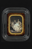 Visualizza family portrait, group of five persons, one w… anteprime su