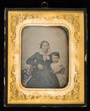 Visualizza Kvinne og barnebarn fotografert i studio anteprime su