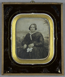Visualizza Dame, weißes Tuch in der Hand, sitzt vor eine… anteprime su