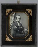 Miniaturansicht Vorschau von Halbportrait eines sitzenden Gentlemen mit ve…