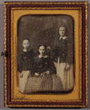 Visualizza Portrait of three young girls from the Daviso… anteprime su