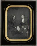 Visualizza Ehepaar sitzend, die Frau mit einem weißen Tu… anteprime su