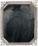 Visualizza Portrait of a man wearing a top hat, seated n… anteprime su