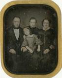 Visualizza Portrait d'une famille, père, mère, enfants anteprime su