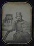 Visualizza Autoportrait d'un daguerréotypiste faisant sa… anteprime su