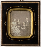 Visualizza Die Geschwister (v.l.n.r.) Bertha, Mathilde, … anteprime su