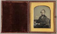 Thumbnail preview van Portrait eines im Sessel sitzenden jungen Gen…