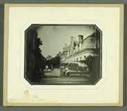 Miniaturansicht Vorschau von Szene mit drei Männern, Chateau Montabert, Mo…