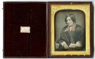 Visualizza Koloriertes Porträt einer jungen Frau, Englan… anteprime su