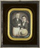 Visualizza Zwei Jungen, der Ältere sitzend mit einem Str… anteprime su