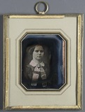Esikatselunkuvan Bildnis einer jungen Frau mit weißem Kragen u… näyttö