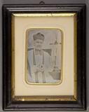 Miniaturansicht Vorschau von Halbporträt eines Priesters mit dem Kreuz Jes…