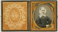 Visualizza Porträt einer alten Frau mit weißem Spitzenhä… anteprime su