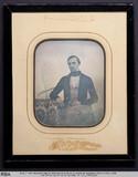Miniaturansicht Vorschau von Portrait eines jungen Mannes mit karierter Ho…