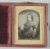 Miniaturansicht Vorschau von Half length portrait of a young girl facing t…