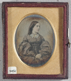 Visualizza Three quarter length portrait of a young woma… anteprime su