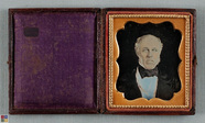 Visualizza Bust portait of old man with siderburns, ligh… anteprime su