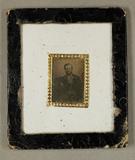 Miniaturansicht Vorschau von Bärtiger Mann sitzend, um 1850. Gleiche Perso…