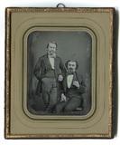 Miniaturansicht Vorschau von En face Porträt zweier unbekannten Männer. De…