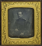 Thumbnail preview van Bildnis eines Offiziers am Tisch sitzend