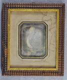 Visualizza Daguerrotypi fra fra et malt portrett, Gimle … anteprime su