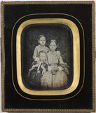 Miniaturansicht Vorschau von Group portrait of three children who are sibl…
