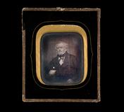 Visualizza Portrett av eldre mann med halsbind festet me… anteprime su