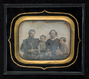 Visualizza Group portrait of the Angell family. anteprime su