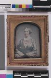 Thumbnail preview of ingekleurd portret van een vrouw, zittend, dr…