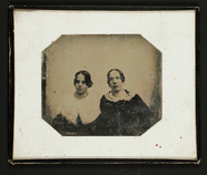 Thumbnail preview van Zwei junge Frauen, Halbfiguren, leicht unscha…