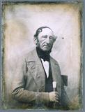 Miniaturansicht Vorschau von Porträt eines älteren Mannes mit Stock