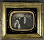 Visualizza Älteres Ehepaar mit ihren vier Söhnen anteprime su