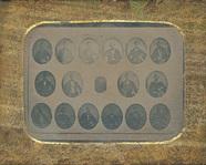 Miniaturansicht Vorschau von Fotografiertes Tableau von siebzehn Porträtda…