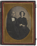 Visualizza Portrait of a husband and wife sitting in fro… anteprime su