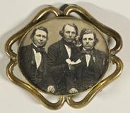 Visualizza Bildnis von drei jungen Männern in einer Bros… anteprime su