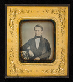 Visualizza Portrait of a man, half figure, seated with h… anteprime su