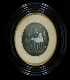 Visualizza Mutter mit ihren drei Kindern, den jüngsten S… anteprime su