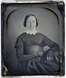 Visualizza Portrait of a lady, wearing black gloves anteprime su