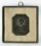 Miniaturansicht Vorschau von En face Porträt einer unbekannten Frau. Sie t…