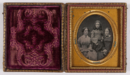 Miniaturansicht Vorschau von Portret van 3 vrouwen, 2 vrouwen zittend en 1…