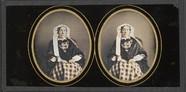 Visualizza Portrait de femme âgée à la robe à carreaux, … anteprime su