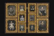Visualizza Hinged case holding 10 daguerreotype portrait… anteprime su