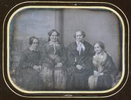 Visualizza Portrait de 4 femmes anteprime su