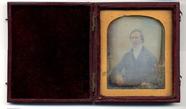 Prévisualisation de Half length portrait of a sitting man.  Hand … imagettes