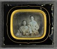 Visualizza Portret van twee jonge vrouwen, vermoedelijk … anteprime su