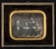 Visualizza Family portrait of the Rosendahls. anteprime su